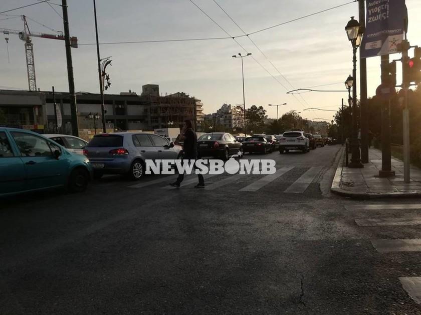 Προσοχή! Κυκλοφοριακό χάος στο κέντρο της Αθήνας - Χύθηκαν λάδια μπροστά από το Καλλιμάρμαρο