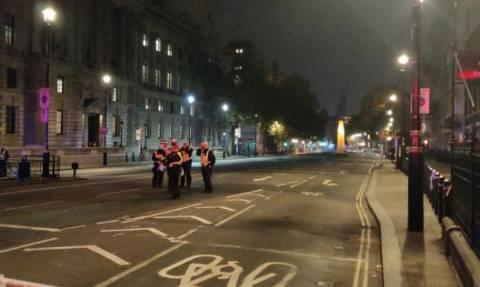 Συναγερμός στο Λονδίνο: «Ύποπτο» δέμα κοντά στο Κοινοβούλιο (pics)