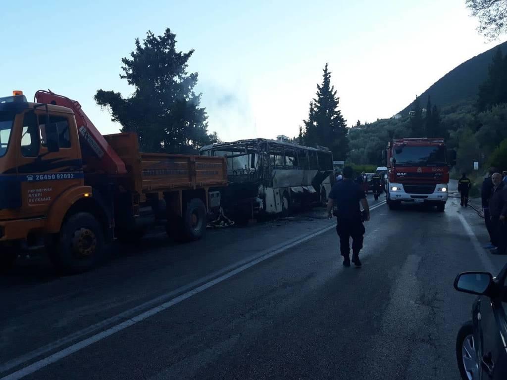 Λευκάδα: Φωτιά σε λεωφορείο του ΚΤΕΛ εν κινήσει (pics+vid)