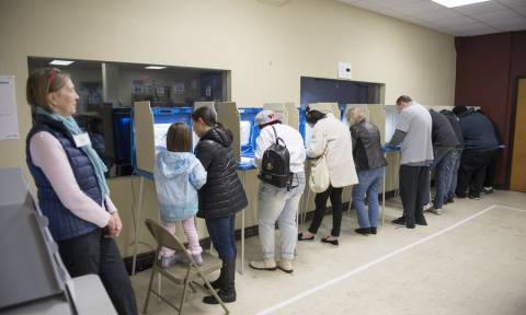 Ενδιάμεσες εκλογές ΗΠΑ: Οι Ελληνοαμερικανοί που διεκδικούν την είσοδό τους στο Κογκρέσο