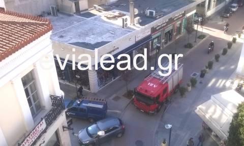 Πανικός στη Χαλκίδα: Έκρηξη σε φρεάτιο στο κέντρο της πόλης – Δείτε εικόνες