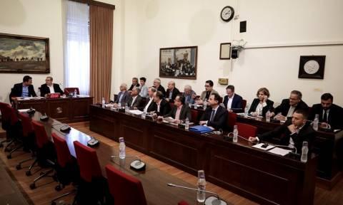 Ερρίκος Ντυνάν: Με ξεχωριστά πορίσματα τα κόμματα της αντιπολίτευσης