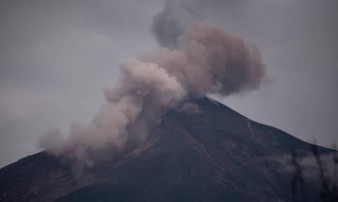 Ο τρόμος επέστρεψε στη Γουατεμάλα: Ενεργοποιήθηκε ξανά το φονικό ηφαίστειο Φουέγο