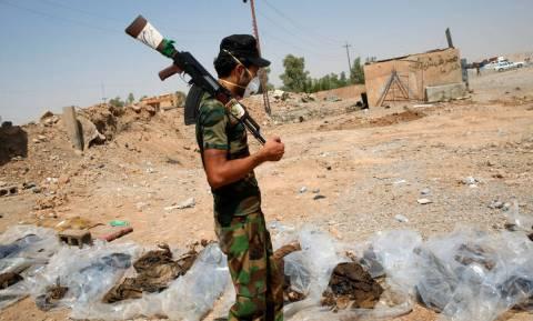 Μακάβριες εικόνες στο Ιράκ: 200 ομαδικούς τάφους και 12.000 πτώματα άφησε πίσω του ο ISIS
