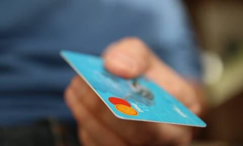 Υποχρεωτικά με κάρτες όλες οι συναλλαγές άνω των 300 ευρώ - Όσα πρέπει να ξέρετε