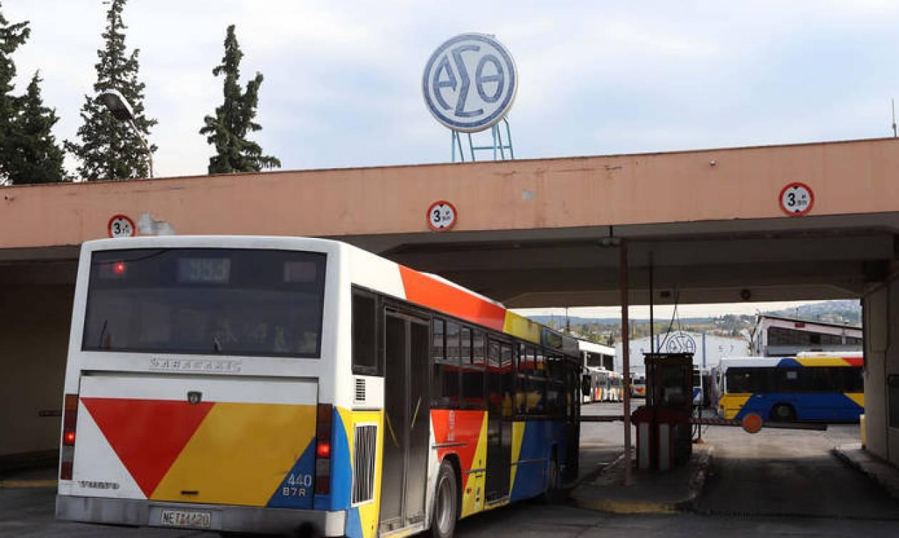 Τροχαίο στη Θεσσαλονίκη: Λεωφορείο έπεσε σε σταθμευμένα αυτοκίνητα