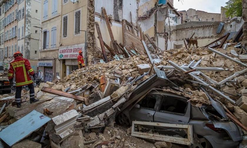 Μασσαλία: Θρήνος κάτω από τα χαλάσματα – Ανασύρουν διαρκώς νεκρούς (Pics+Vids)