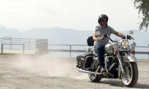 Ο Τζορτζ Κλούνεϊ πουλά την Harley του και γίνεται «χαμός» ποιός θα την αποκτήσει (Vid)