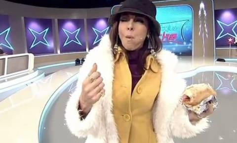 My style rocks: Ακομπλεξάριστη η Μπέτυ Μαγγίρα - Τρόλαρε την Έλλη Γελεβεσάκη με το σουβλάκι στο χέρι