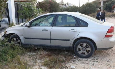 Ηράκλειο: Ανήλικοι πήραν κρυφά αυτοκίνητο και έπεσαν σε τοίχο σχολείου! (pics)