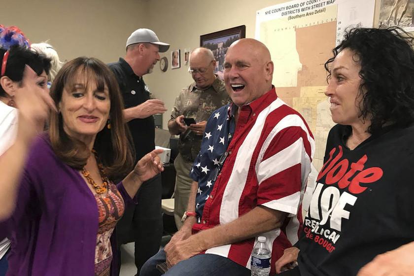 Ενδιάμεσες εκλογές ΗΠΑ: Ένας... νεκρός ιδιοκτήτης οίκων ανοχής κέρδισε την έδρα στη Νεβάδα! (vids)