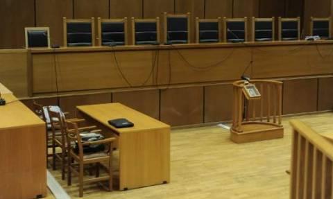 Να ανακληθεί η απόλυσή του ζητά δημοτικός υπάλληλος που καταδικάσθηκε για απάτη