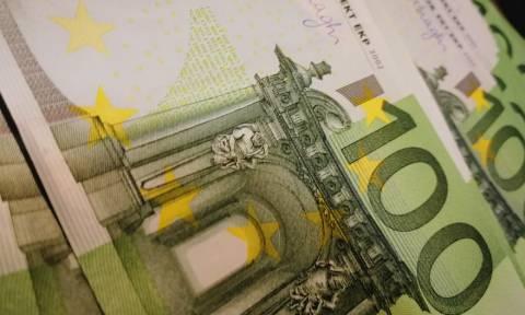 Με κάρτες όλες οι συναλλαγές άνω των 300 ευρώ - Τι εξετάζει το ΥΠΟΙΚ