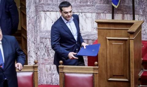 LIVE: Στη Βουλή η τροπολογία για τα αναδρομικά