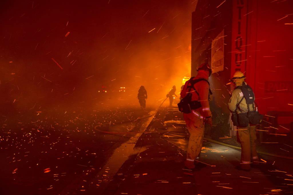 Πύρινη κόλαση στην Καλιφόρνια - Φόβοι για νεκρούς (pics&vids)