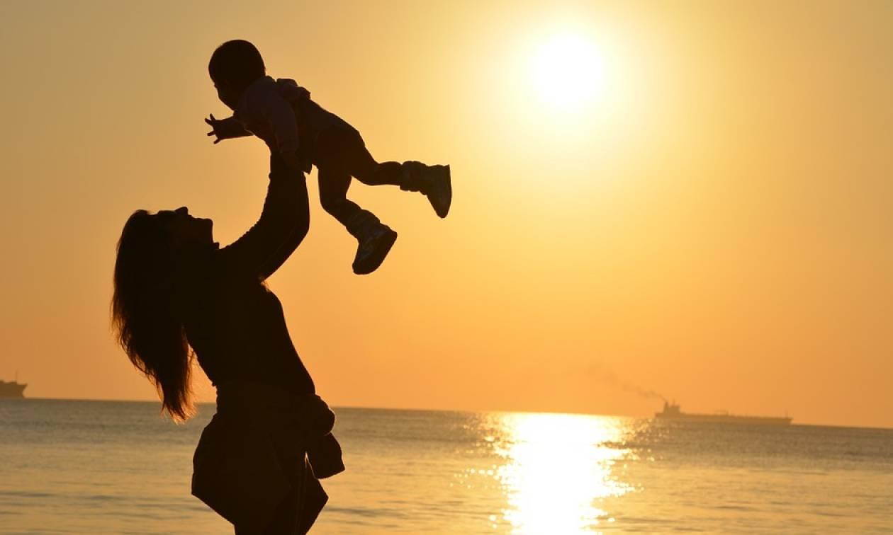 ΟΠΕΚΑ - Επίδομα σε μητέρες: Παράταση για το επίδομα των 1.000 ευρώ
