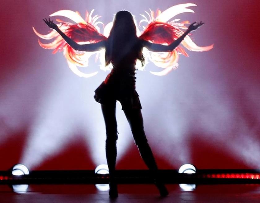 Ναι, ήρθε πάλι αυτή η ώρα... Τα αγγελάκια της Victoria's Secret έβαλαν «φωτιά» στην πασαρέλα