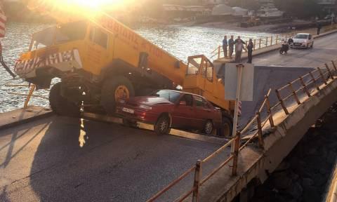Εικόνες που «παγώνουν» το αίμα στην Καβάλα: Κατέρρευσε κεντρική γέφυρα μέσα στην πόλη (pics)