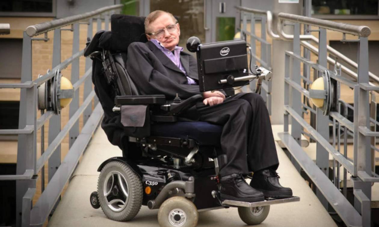 Στίβεν Χόκινγκ: Το αναπηρικό αμαξίδιό του πουλήθηκε σε δημοπρασία αντί 297.000 λιρών!