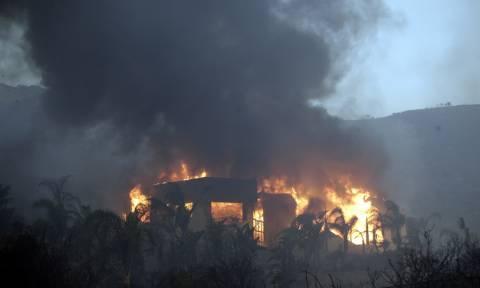Πύρινη λαίλαπα στην Καλιφόρνια: Τουλάχιστον 9 νεκροί και δεκάδες αγνοούμενοι από τις φωτιές (vids)