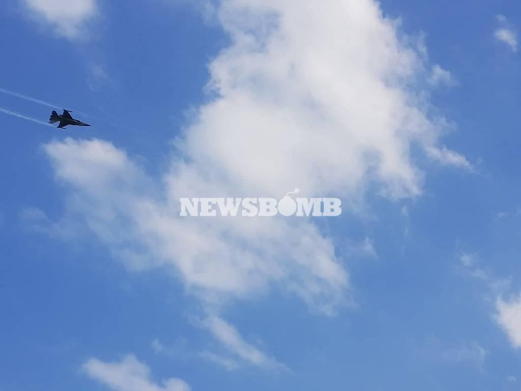 Μυτιλήνη: Έκλεψε την παράσταση η επίδειξη αεροσκάφους F–16  της ΠΑ «ΖΕΥΣ» (pics+vid)
