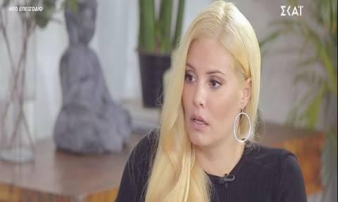 Μαρία Κορινθίου: «Δεν έχω μιλήσει με τον γιο της Αλίκης Βουγιουκλάκη γιατί ντρέπομαι...»