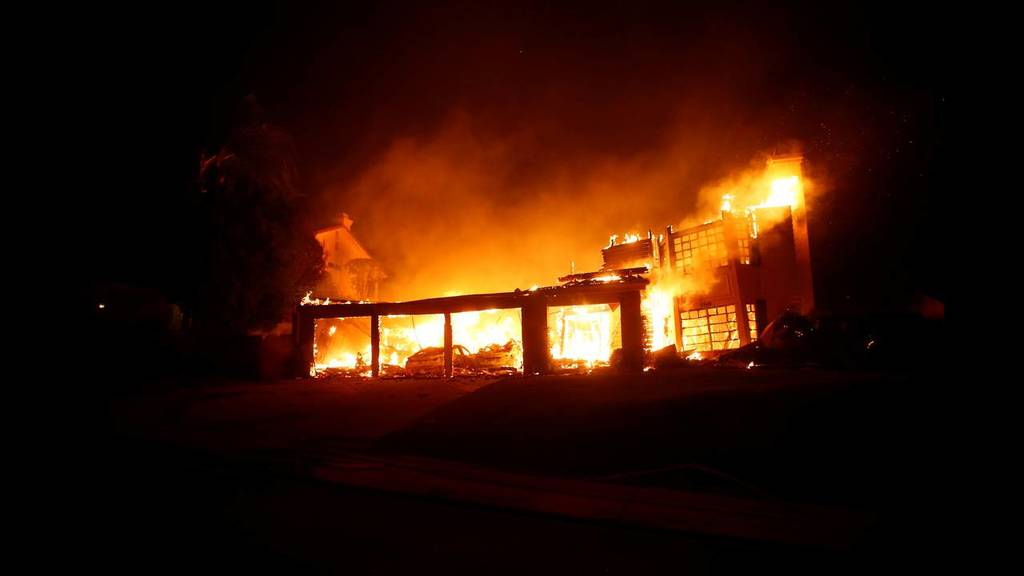 «Κόλαση» φωτιάς στην Καλιφόρνια: Τουλάχιστον εννέα νεκροί - Δεκάδες αγνοούμενοι (pics)