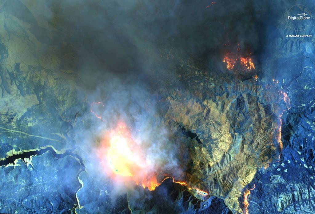 Ανατριχιαστικές εικόνες: Οι φωτιές στην Καλιφόρνια διακρίνονται από δορυφόρο! (pics)