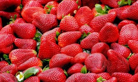 Λύθηκε το μυστήριο: Αυτή έβαζε βελόνες σε φράουλες στην Αυστραλία