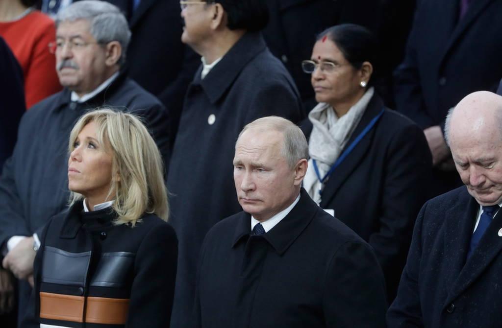 Παρίσι: Όταν Τραμπ και Πούτιν έσφιξαν τα χέρια κάτω από την Αψίδα του Θριάμβου (pics&vid)