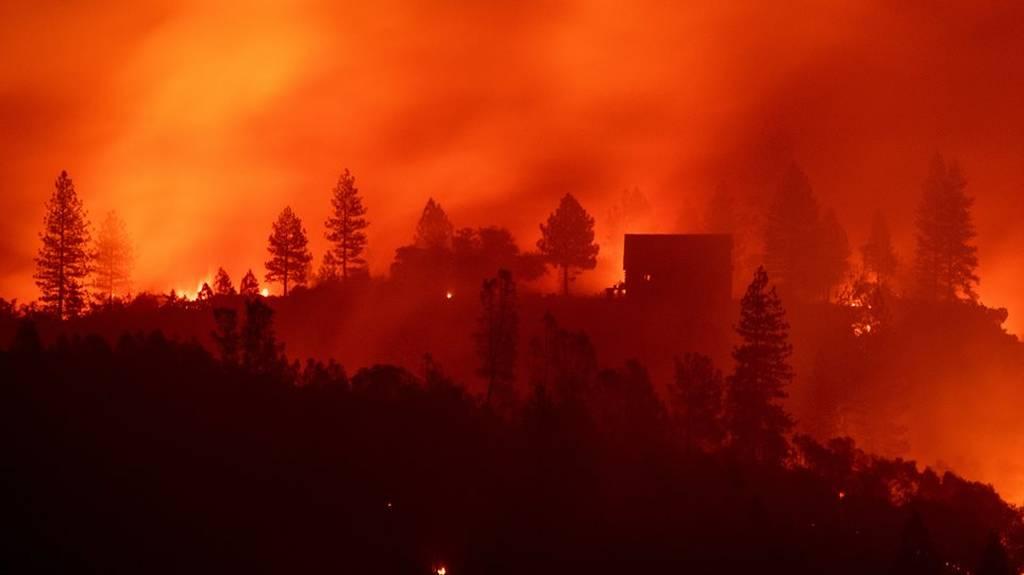 Φλέγεται η Καλιφόρνια: Εικόνες βιβλικής καταστροφής με 25 νεκρούς (vids+pics)