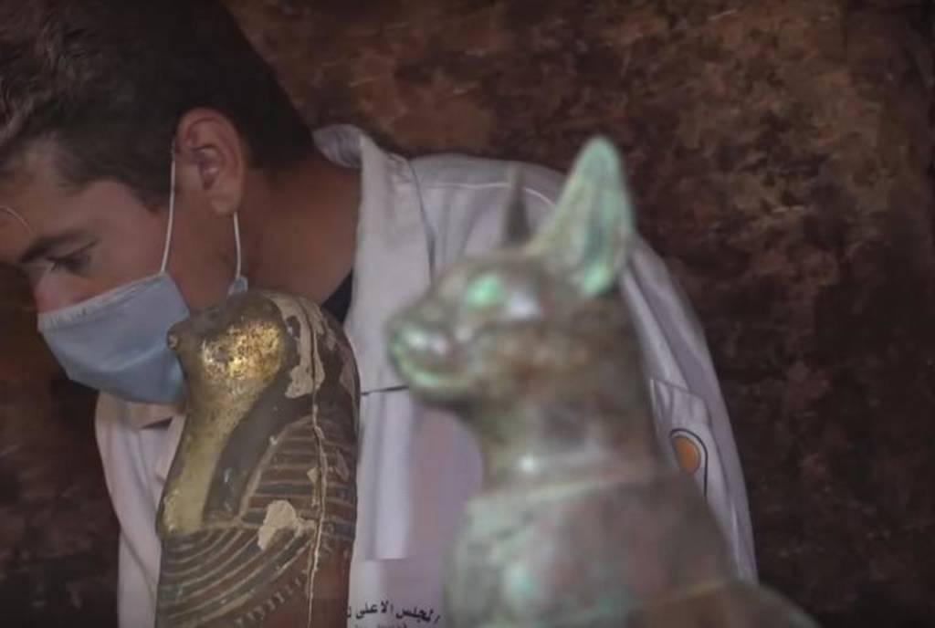 Απίστευτη ανακάλυψη στην Αίγυπτο: Έτριβαν τα μάτια τους με αυτό που βρήκαν μέσα σε σαρκοφάγους (vid)