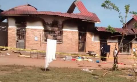 Τραγωδία στην Ουγκάντα: Εννέα μαθητές νεκροί από πυρκαγιά σε κοιτώνα σχολείου (pics)