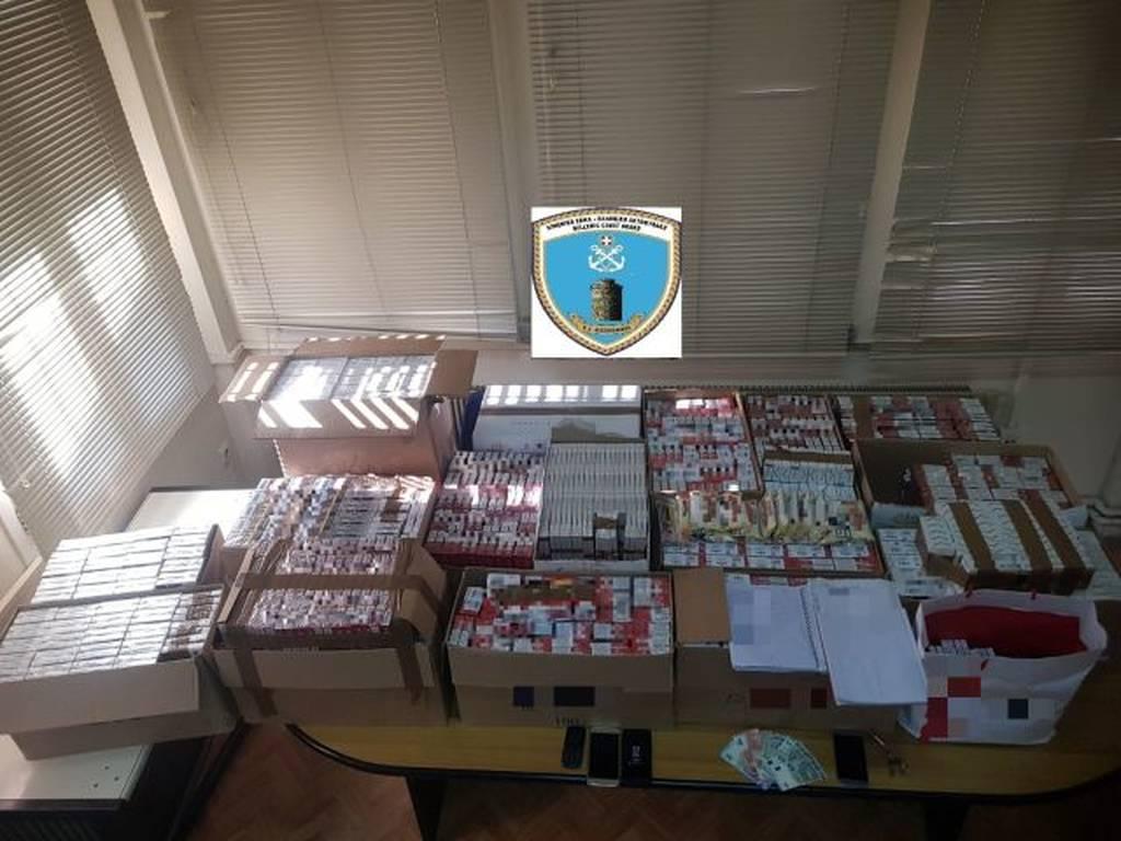 Θεσσαλονίκη: Χειροπέδες σε δύο αλλοδαπούς - Είχαν στην κατοχή τους χιλιάδες λαθραία τσιγάρα (pic)