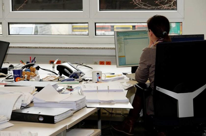 Είσαι άνεργος επιστήμονας; Κάνε ΕΔΩ αίτηση για να σε βρεις δουλειά μέσω ΟΑΕΔ