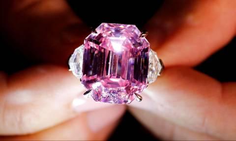 Θα «ζαλιστείτε» από τα μηδενικά: Παγκόσμιο ρεκόρ για το διάσημο διαμάντι Pink Legacy (Pics+Vid)