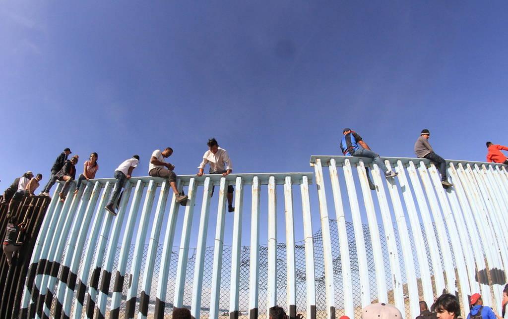Επί ποδός πολέμου οι Αμερικανοί στρατιώτες: Έφθασαν στα σύνορα οι πρώτοι από το καραβάνι μεταναστών