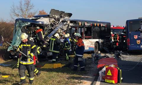 Σύγκρουση σχολικών λεωφορείων στη Γερμανία: Τουλάχιστον 40 τραυματίες (vid)