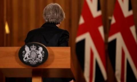Brexit: Το DUP διαμηνύει ότι η συμφωνία με τους Τόρις τερματίζεται αν δεν αντικατασταθεί η Μέι