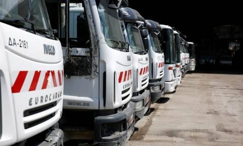 Τροχαίο με απορριμματοφόρο στα Άνω Λιόσια: Σοβαρά ο οδηγός (vid)