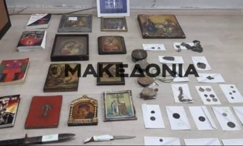 Ζευγάρι σατανιστών συνελήφθη με αρχαία στη Θεσπρωτία