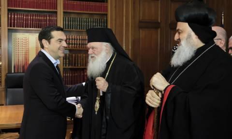 Το Μαξίμου απαντά στην Ιερά Σύνοδο: Δική μας ευθύνη και απόφαση η μισθοδοσία των κληρικών