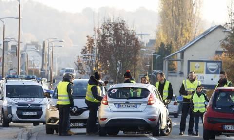 Γαλλία: Νεκρή διαδηλώτρια σε συγκέντρωση των «κίτρινων γιλέκων» - 124.000 στους δρόμους (pics+vid)