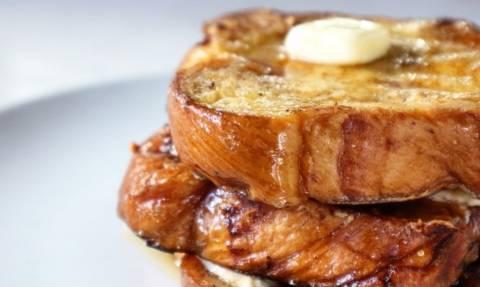 Συνταγή: Σε 5 λεπτά θα μάθεις να φτιάχνεις το πιο νόστιμο French Toast!