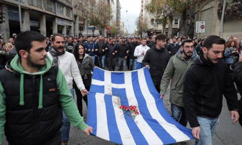 LIVE - Πολυτεχνείο: Υπό δρακόντεια μέτρα η πορεία - Κλειστό το κέντρο της Αθήνας (pics+vid)
