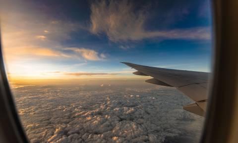 Βρετανία: Έκανε αγωγή σε αεροπορική εταιρεία επειδή τον έβαλαν δίπλα σε «υπέρβαρο επιβάτη»