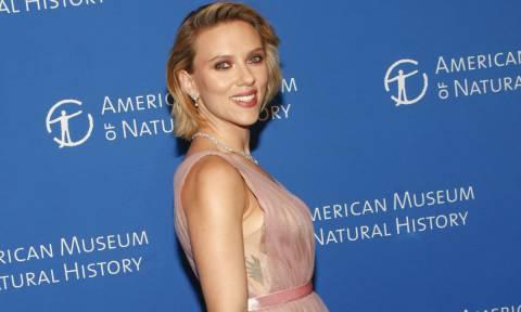 Πιο ερωτευμένη από ποτέ η Scarlett Johanson! Έχεις δει τον ηθοποιό αγαπημένο της; (pics)