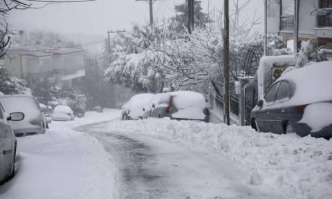 Καιρός – Έκτακτο δελτίο ΕΜΥ: Προσοχή και τις επόμενες ώρες στα ισχυρά φαινόμενα – Πού θα χιονίσει