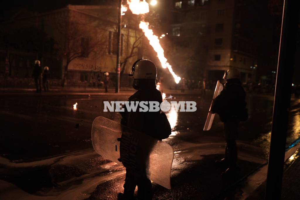 Πολυτεχνείο: Επεισόδια ΤΩΡΑ στο κέντρο της Αθήνας