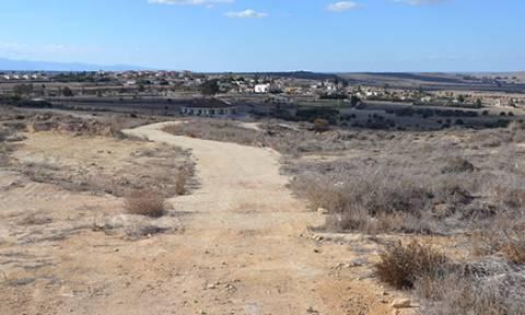 Απίστευτη τουρκική πρόκληση: Έδιωξαν Ελληνοκύπριους γεωργούς και όργωσαν ξανά τα χωράφια τους!